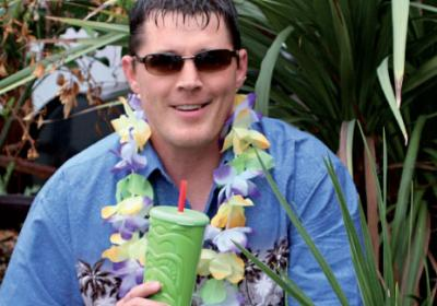 A Maui Wowi quick service franchisee keeps his day job while running restaurant.
