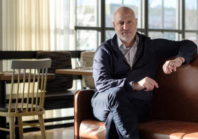 Celebrity chef Tom Colicchio franchises sandwich New York concept.