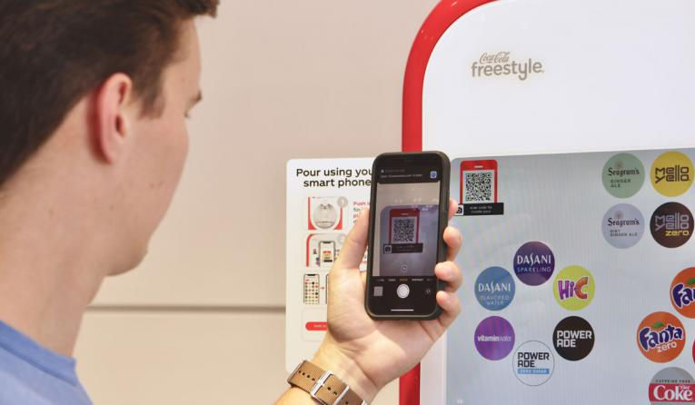 The new contactless Coca-Cola Freestyle solution allows consumers to choose and pour drinks from their phones in just a few seconds, without having to create an account or download an app.