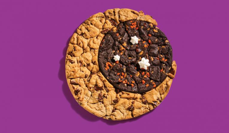 Insomnia Cookies' Moon Cookie Cake.