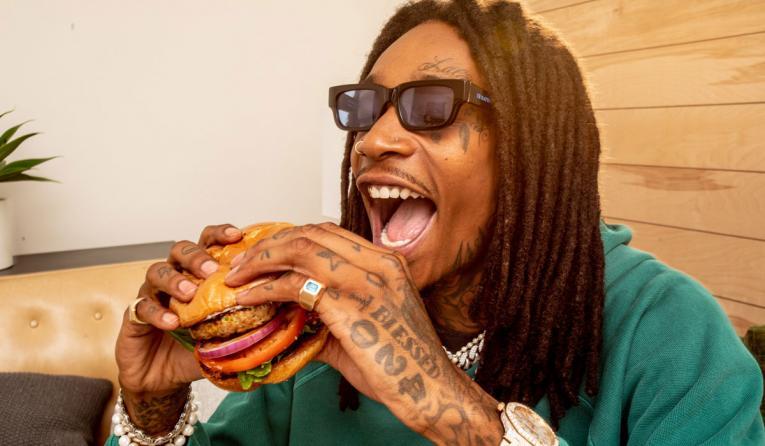 Wiz Khalifa eating a burger.