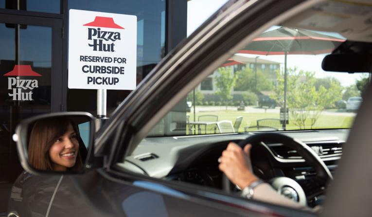 Pizza Hut customer pulls up for curbside.