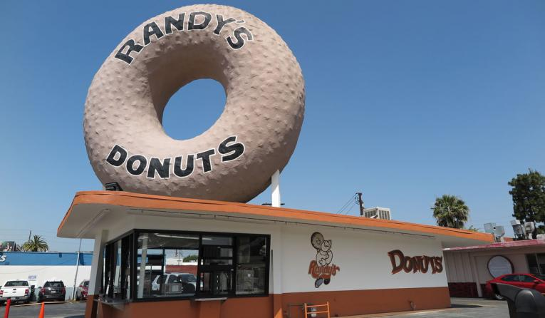 Randy's Donuts exterior of a restaurant.