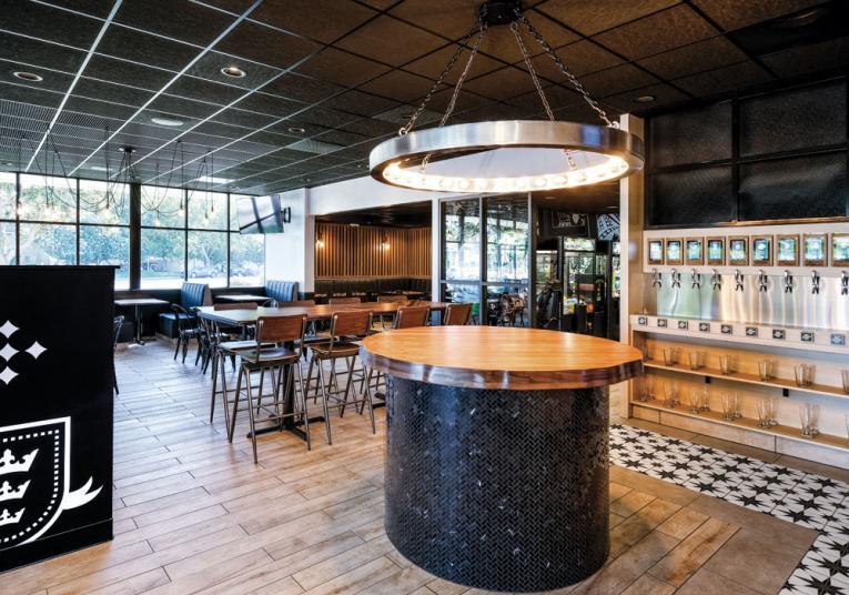 Round Table Pizza interior
