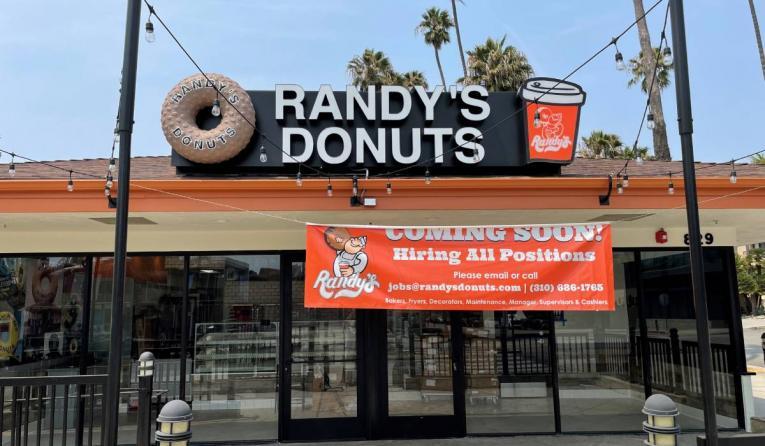 Randy's Donuts exterior.