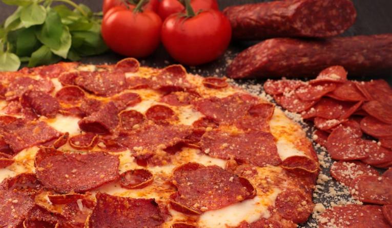 800 Degrees Pepperoni thin and crispy crust.