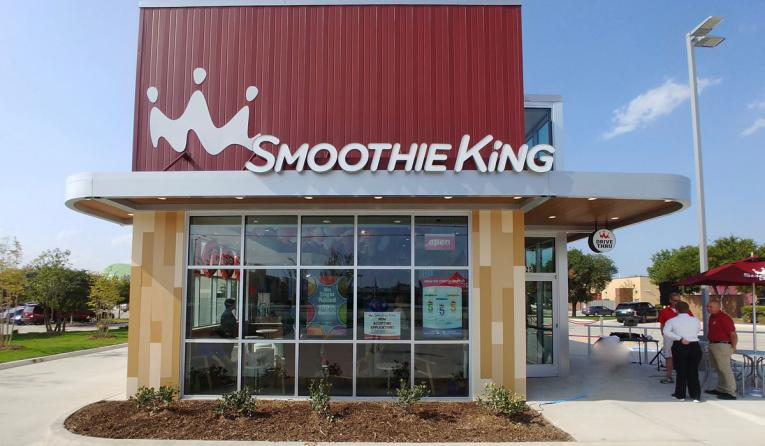 Exterior of a Smoothie King restaurant.