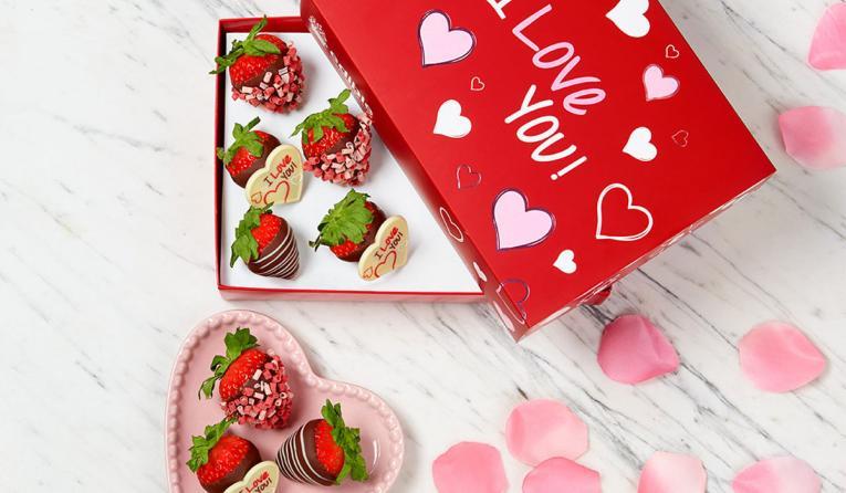 Edible Arrangements Valentine's Day platter.