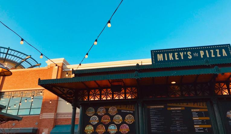 Mikey's Pizza store during daytime.