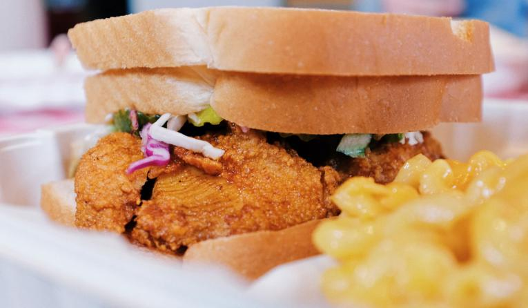 Chicken sandwich with mac and cheese.