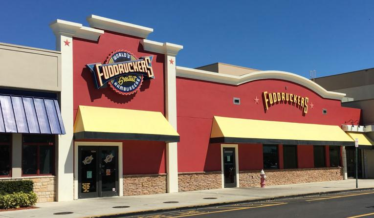 The exterior of a Fuddruckers restaurant.