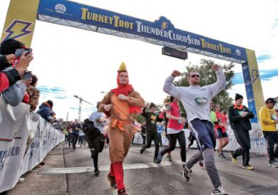 Fast food restaurant in Austin holds city wide 5k race to raise funds for charity.