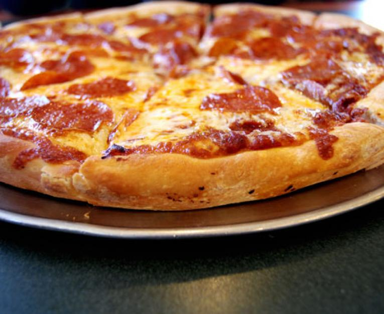 Unit Round Table Pizza Sold To Global Franchise Group - Round table delivery near me